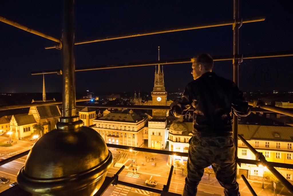 Křížek na kopuli Paláce Hybských je výš než ochoz Zelené brány. Výhled: TOP!
